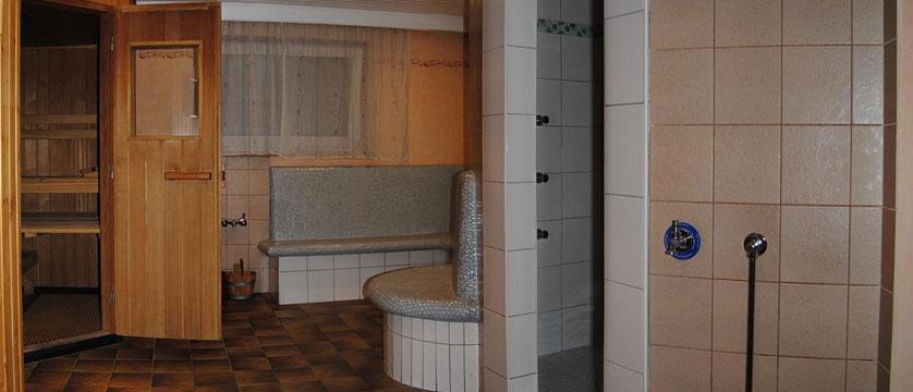 Hotel Alpina Shwendau, Mayrhofen, Austria - sauna.jpg